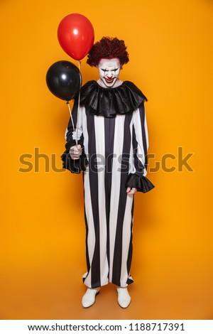 Scary clown uomo 20s indossare nero Foto d'archivio © deandrobot