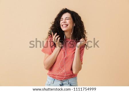 Kép bájos fürtös nő 20-as évek zenét hallgat Stock fotó © deandrobot