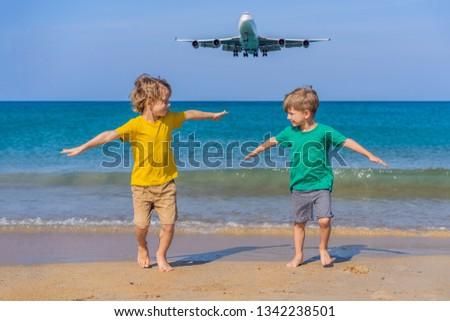 два счастливым мальчики весело пляж смотрят Сток-фото © galitskaya
