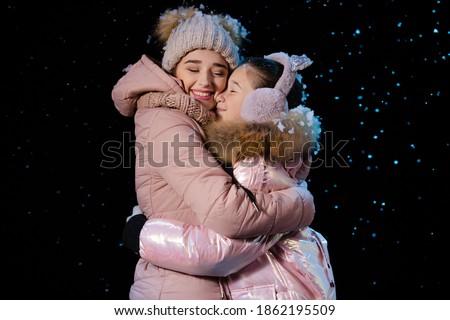 Mama córka blisko w górę choinka Zdjęcia stock © ElenaBatkova