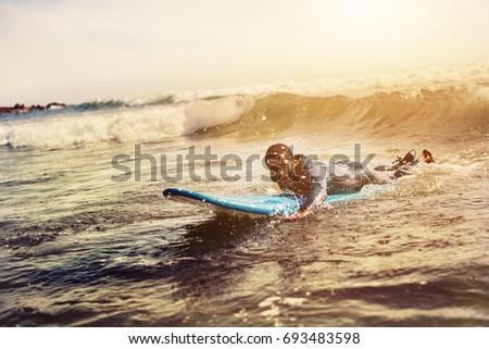 Portré jóképű afroamerikai férfi szörfös szörfdeszka Stock fotó © wavebreak_media