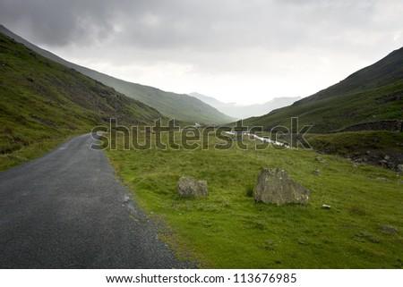 carretera · montana · pueblo · otono · paisaje · helado - foto stock © tolokonov