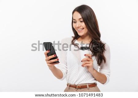 Stock fotó: üzletasszony · mobiltelefon · kávé · áll · fiatal · irodaház