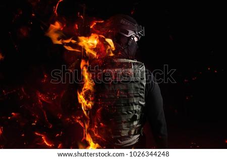 Soldado pistola completo engrenagem deserto militar Foto stock © shivanetua