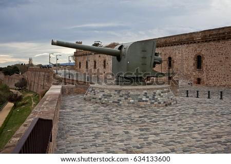 ágyú · katonaság · múzeum · erőd · hegy · Barcelona - stock fotó © frimufilms