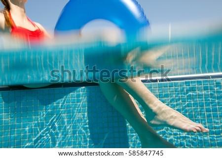 женщину сидят надувной кольца подводного мнение Сток-фото © IS2