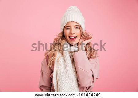 Mutlu kadın eşarp şapka poz Stok fotoğraf © deandrobot