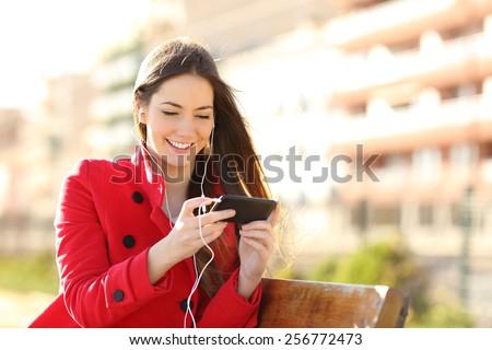 Boldog nő okostelefon fülhallgató kint sport Stock fotó © dolgachov