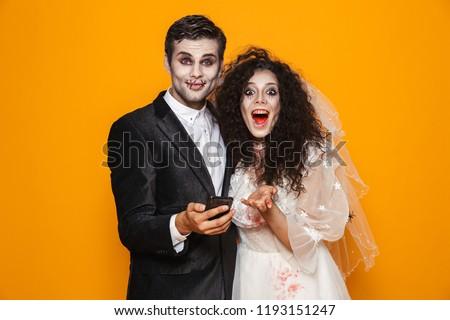 Boldog halott menyasszony néz kamera tart Stock fotó © deandrobot
