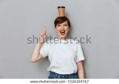 cute · glimlachend · vrouwen · drinken · koffie · vergadering - stockfoto © deandrobot