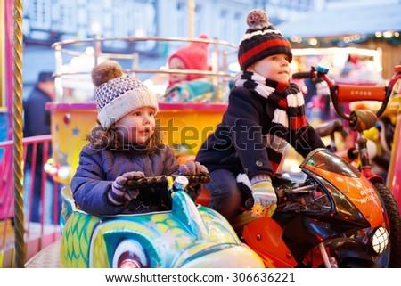 Cute weinig jongen meisje genieten Stockfoto © galitskaya