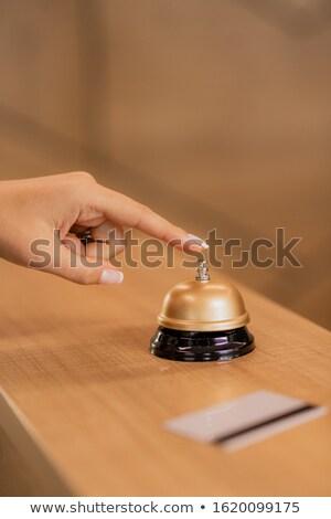 Hand jonge tijdgenoot zakenvrouw druk oproep Stockfoto © pressmaster