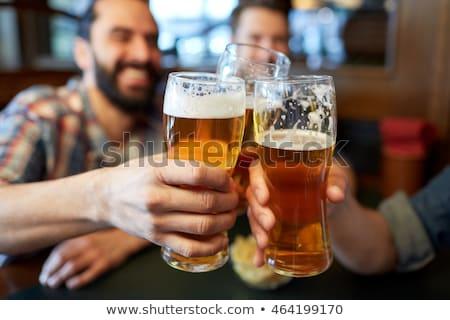Männlich Freunde trinken Bier bar Veröffentlichung Stock foto © dolgachov