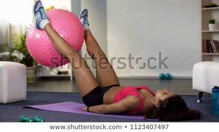 Geschikt jonge vrouw oefening bal benen mooie Stockfoto © darrinhenry
