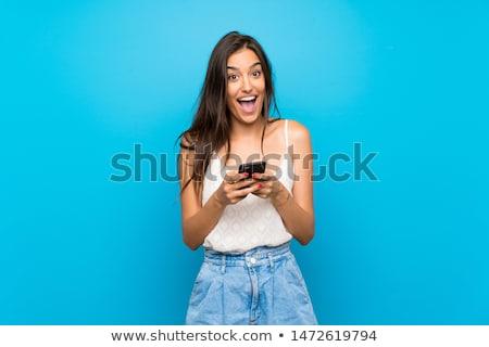 sorprendido · mujer · teléfono · celular · blanco · ojos - foto stock © wavebreak_media