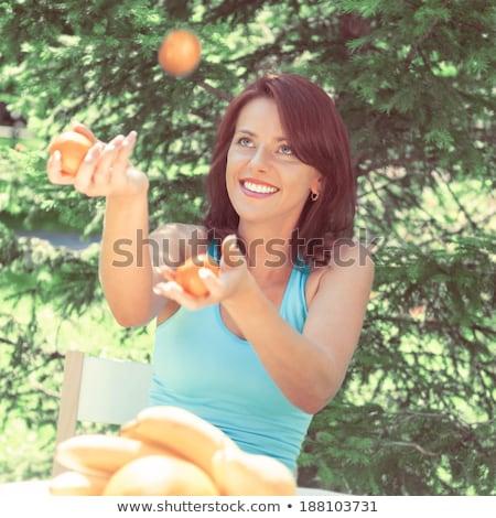 Gelukkig glimlachend jonge vrouw jongleren sinaasappelen tuin Stockfoto © HASLOO