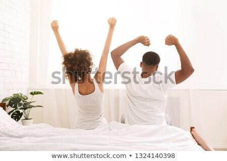 Сток-фото: счастливым · пару · сидят · назад · кровать · человека