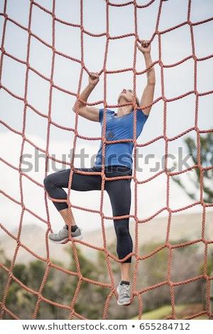 Montare donna climbing net formazione Foto d'archivio © wavebreak_media