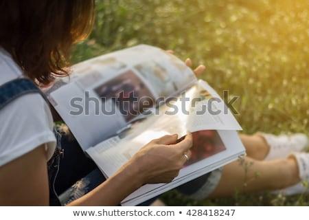 девочек · чтение · журнала · шезлонг · два · молодые - Сток-фото © is2
