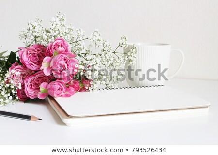 Rosa branco rosas respiração belo buquê Foto stock © StephanieFrey
