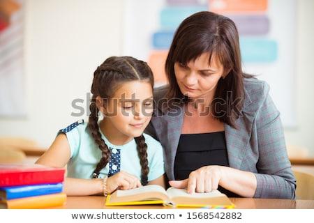 Stock foto: Schülerin · primären · Klasse · Bildung · Tabelle · Klassenzimmer