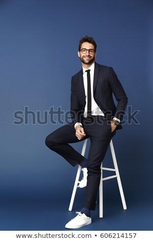 Man vergadering kruk een hand zak Stockfoto © feedough