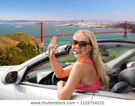 Feliz mulheres jovens Golden Gate Bridge viajar turismo pessoas Foto stock © dolgachov
