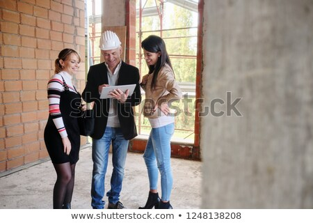 Foto d'archivio: Lesbian Couple Buying New Home And Talking To Businessman