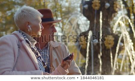 gelukkig · luisteren · naar · muziek · smartphone · park · glimlachend - stockfoto © dolgachov