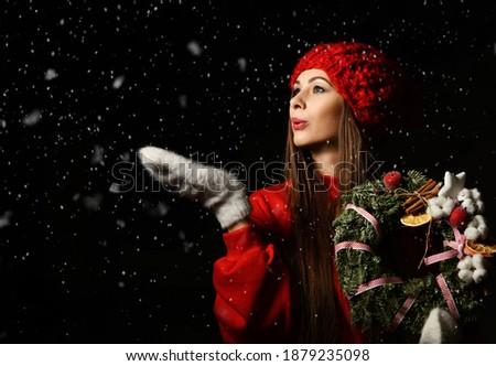 Kadın mevsimlik kırmızı eldiveni Stok fotoğraf © feverpitch