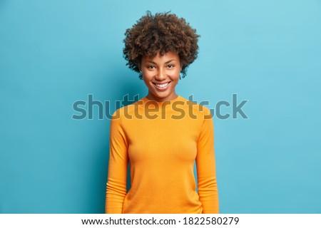 Mezza lunghezza shot afro americano donna Foto d'archivio © vkstudio