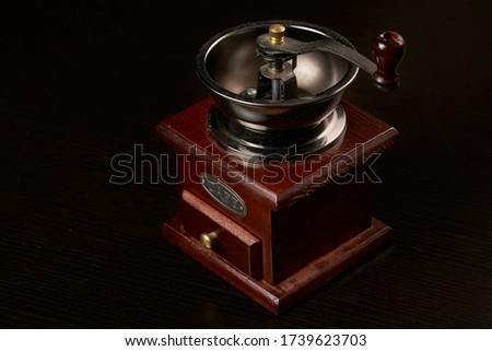Bağbozumu kahve öğütücü kahve çekirdekleri yalıtılmış Stok fotoğraf © inxti