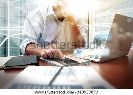портрет · молодым · человеком · сидят · столе · используя · ноутбук · компьютер - Сток-фото © snowing