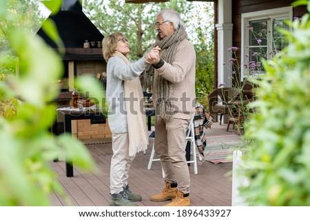 счастливым зрелый отставку человека расслабляющая стране Сток-фото © pressmaster