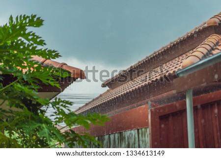 Regen water af dak grijs Stockfoto © galitskaya