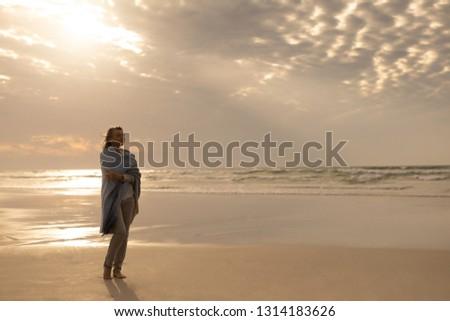 Widok z boku zamyślony starszy kobieta stałego Zdjęcia stock © wavebreak_media