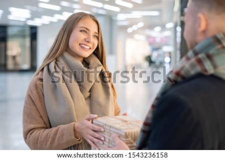 Jovem alegre feminino provérbio obrigado Foto stock © pressmaster