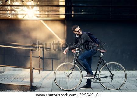 画像 あごひげを生やした 男 サングラス 徒歩 街 ストックフォト © deandrobot