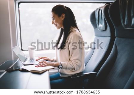 女性実業家 作業 ノートパソコン 列車 アジア フリーランス ストックフォト © Maridav