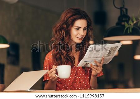 vonzó · nő · olvas · újság · iszik · reggel · kávé - stock fotó © andreypopov