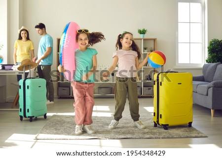 Dois meninas jogar casa vintage Foto stock © dashapetrenko