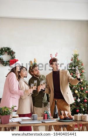 çağdaş flüt şampanya oturma Stok fotoğraf © pressmaster