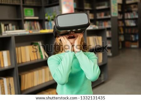 мнение удивленный кавказский школьница виртуальный Сток-фото © wavebreak_media
