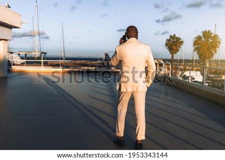 Widok z tyłu człowiek smartphone wideo klip Zdjęcia stock © wavebreak_media