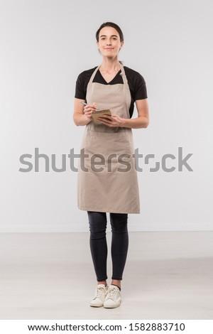 довольно молодые брюнетка официантка фартук Сток-фото © pressmaster