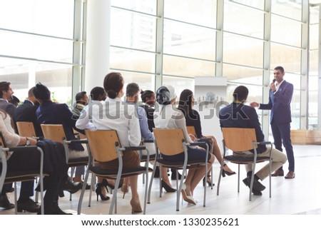 Front widoku przystojny biznesmen działalności Zdjęcia stock © wavebreak_media