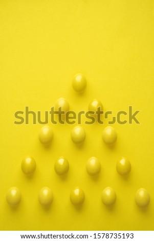 Model tavuk yumurta piramit biçim sarı Stok fotoğraf © diego_cervo