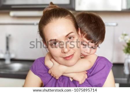Foto positivo mãe pequeno criança Foto stock © vkstudio