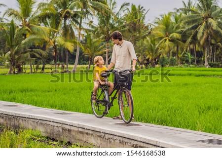 Apa fia bicikli rizsföld Bali utazás gyerekek Stock fotó © galitskaya