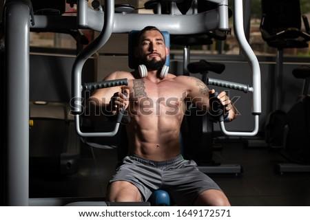Jonge mannelijke bodybuilder zwaar gewicht oefening Stockfoto © Jasminko